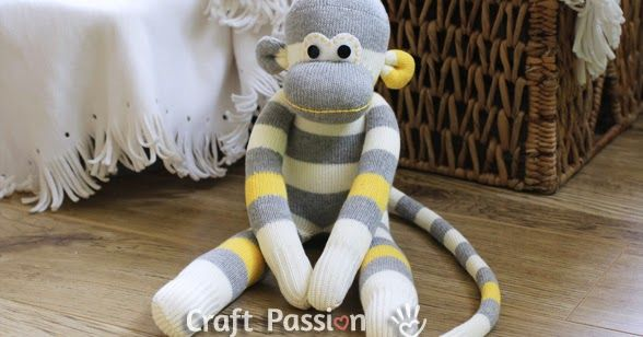 . Deze geinige aap is gemaakt van een sok  Naaien volgens patroon: Patroon is hier te downloaden Het bevat de ogen, ore...