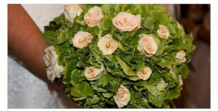 Η ορτανσια ειναι ενα απο τα πιο όμορφα και εντυπωσιακά λουλούδια για να επιλέξετε για την ημέρα του γάμου σας. Συνδυάζεται με αλλα λουλούδια αλλα μπορεί να γινει νυφικη ανθοδέσμη και μόνη της…
