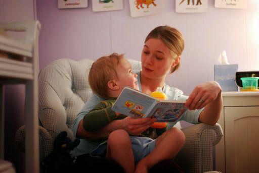Un grupo de pediatras estadounidenses recomienda que leamos más a nuestros hijos. La lectura compartida estimula la adquisición de competencias lingüísticas y fomenta los lazos familiares, tal y como hemos comentado en diversas ocasiones desde Mamá Psicóloga Infantil. Ahora son los mismos pediatras quienes ven necesario decirnos a los padres que nos sentemos y leamos …
