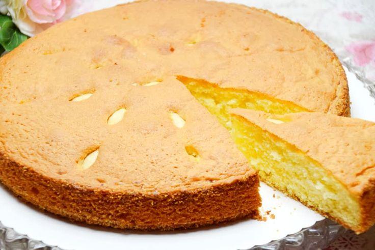 Schneller Mandelkuchen ist ein Rezept das ganz simple und schnell nachzumachen ist. Während der Kuchen im Ofen steht kannst du schon mal den Kaffee kochen