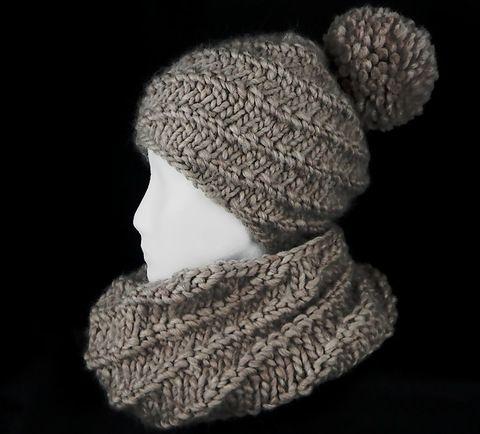 Kuschelweiches Strickset  Mütze mit passendem Snood im Grobstrickstyle  der Bommel kann abgenommen werden ...