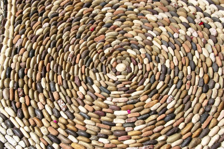 Rocks, rocks and more rocks!Pretty Pattern, Pebble Mosaics, Stones Art, Mosaics Circular, Gardens Pebble, Intricate Pattern, Mosaics Ideas, Gardens Design, Diy Pebble