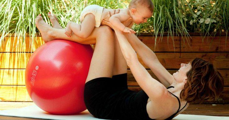 Vous cherchez quelque chose qui sort de l'ordinaire pour récupérer votre condition physique après l'accouchement? Le ballon d'exercices permet de développer autant la force que la souplesse!
