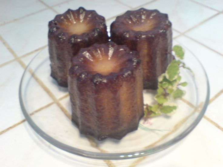 元パティシエの叔父から教えてもらった、本場フランスのカヌレレシピ!焼き菓子だから、保存が利くし、食べる前に軽く焼直せば、いつでも外はカリカリ・中はもっちり♫♬バニラとラムの香りがたまりません♡♥