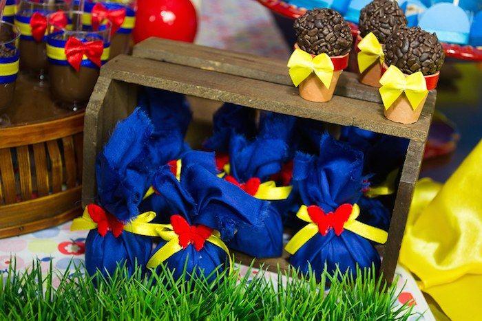Snow White birthday party via Kara's Party Ideas KarasPartyIdeas.com Cake, banners, decor, favors, and more! #snowwhite #snowwhiteparty #snowwhitebirthdayparty (11)