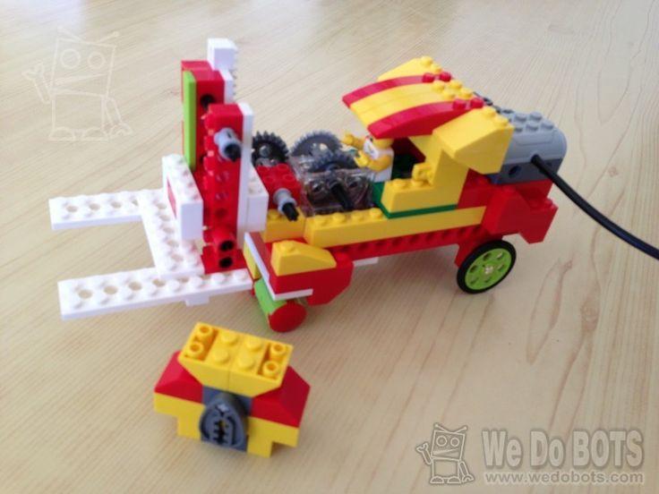 A wedobots.com trobareu molts dissenys originals per a LEGO wedo, amb fotos del pas a pas. #scratch #wedo