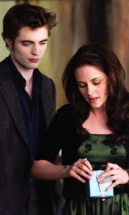 Twilight: New Moon - Edward Cullen & Bella Swan (Robert Pattinson and Kristen Stewart)
