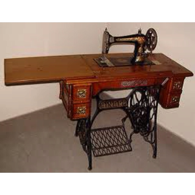 Vintage Singer Treadle Sewing Machine. I Taught Myself To Sew On This.