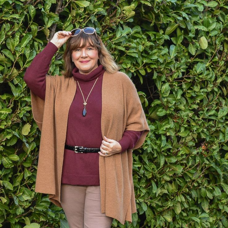 My winter capsule wardrobe example shows you how to layer and use a colour palette to create multiple outfits that are both warm and stylish #capsulewardrobe #winterwardrobe #outfitinspo