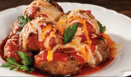 Κεφτέδες λαχανικών με σάλτσα ντομάτας και τυριά