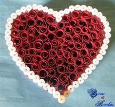 Porta Joias Coração Vermelho com Pérola no Fecho (Técnicas de Quilling - Filigrana em Papel) de Bicos & Bordas - Sua Boutique Virtual em Artesanato
