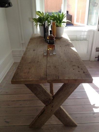 Kryssbord av gamla plank