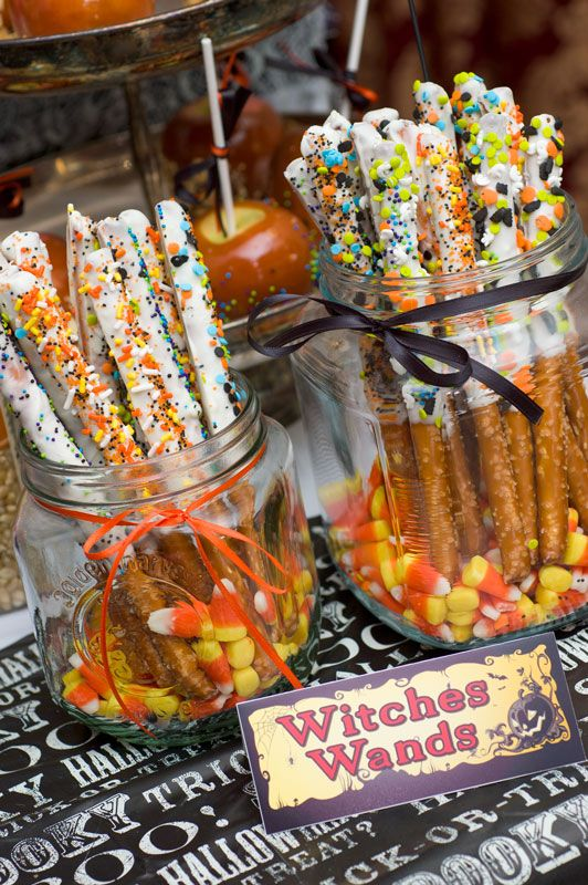 Witches Wands, love these and they only take a few minutes to make -- dip pretzel rods into white chocolate and decorate with your favorite Halloween themed sprinkles via Sugar and Spice