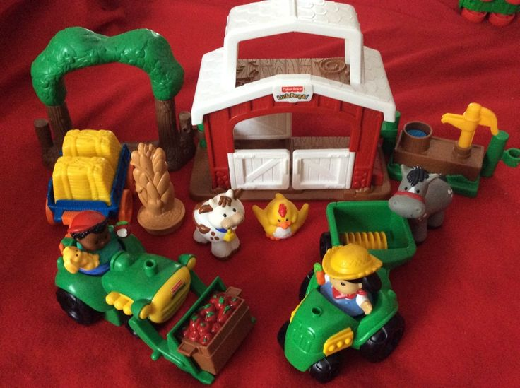 15 pc Fisher Price Little People Small Farm Set Farmer Animal Barn Fence Tractor