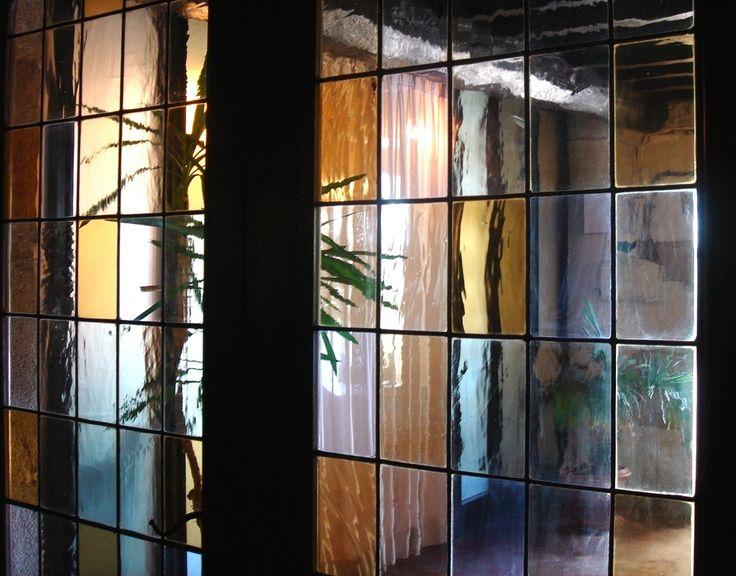 Puerta de cristales emplomados en casa Pallares, restaurante de Guntín, Lugo España