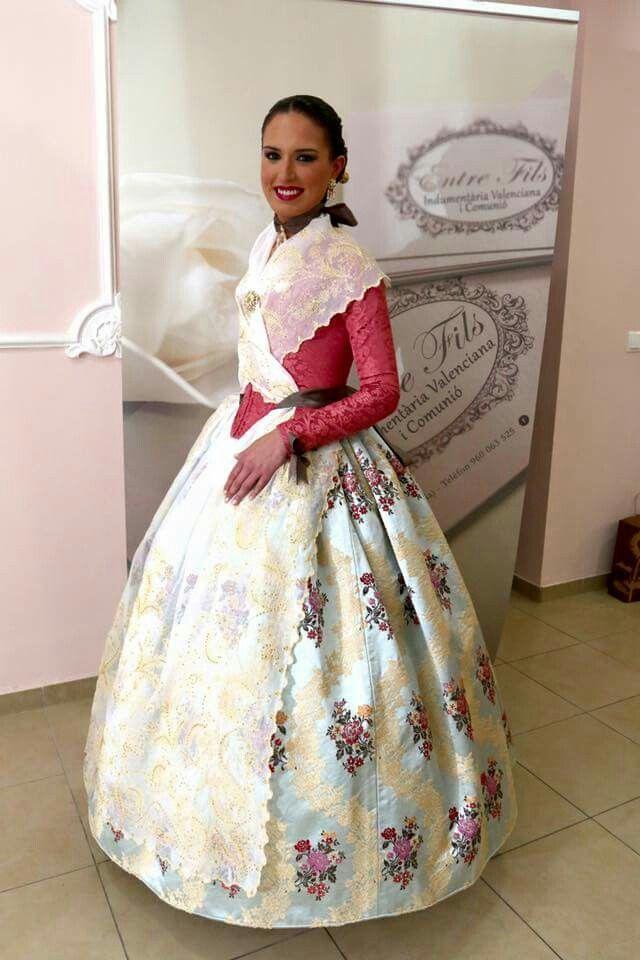 FMV 2016 Alicia Moreno en la Gala de La cultura. Con un vestido de telas de Rafael Català , confeccionado por Entre Fils.