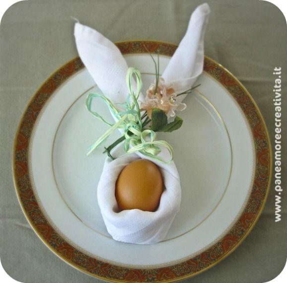 Idee per la tavola di Pasqua: il tovagliolo piegato a coniglietto