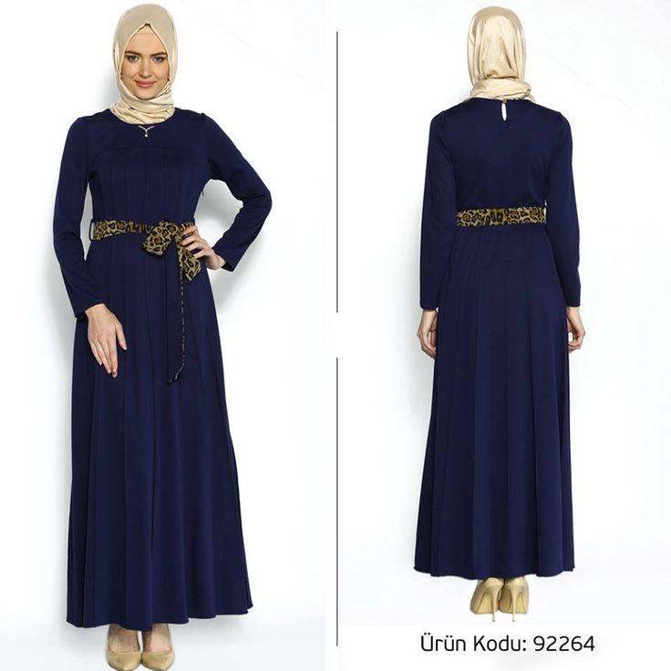 Yaka süsü ve kemeriyle detay kazanan #elbise sabahtan akşama şıklık vaat ediyor.