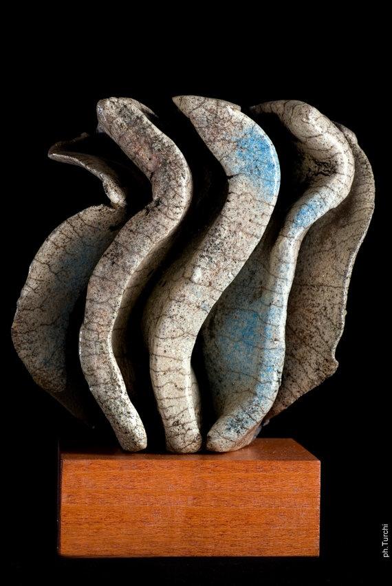 Scultura astratta  con piedistallo in ceramica di AtelierImpronte, €275.00