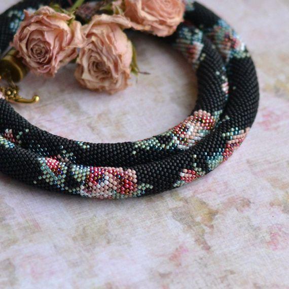 Bead crochet collana con stampa floreale