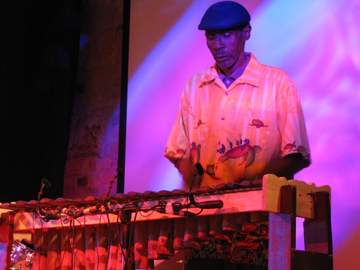 Maestro Gualajo, intérprete del piano de la selva.  Crédito Miltón Ramírez MinCultura 2012.