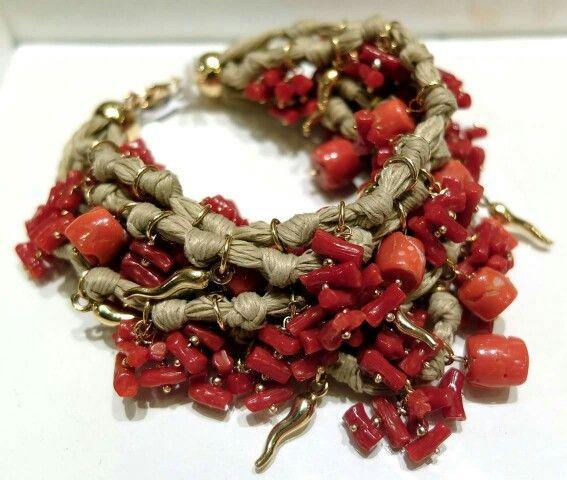 Bracciale artigianale con coralli naturali Facebook: Gioielleria il Diamante