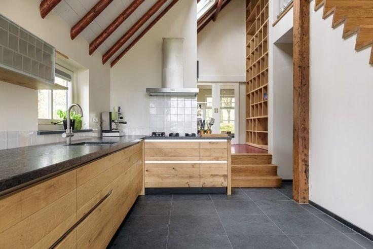 Landelijk eiken keuken met boekenkast - JP walker