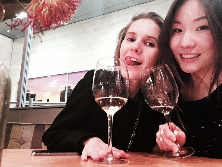 Наконец встретились с моей самой любимой казашечкой Отлично провели вечер с вкусным вином и запоздалым birthday brownie для @ainura01 #friends#saturdaynight#girls#kropi_bottles#winelovers by anyakropa