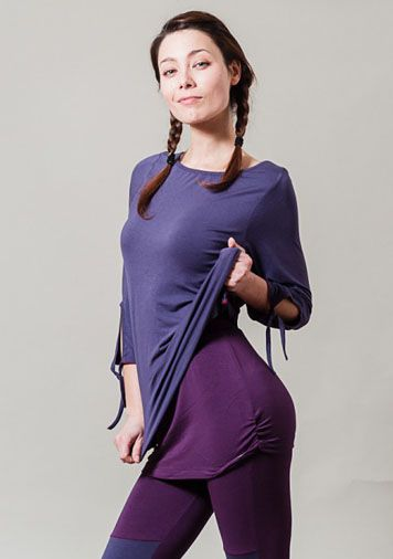 Luxury softness of the viscose material makes this yoga top stand out. A deep lavender complexion is contrasted with a red colour stich.