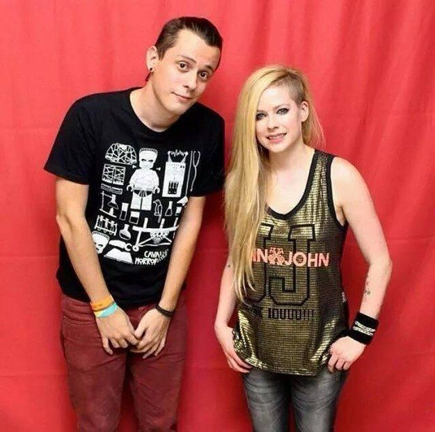 Seriously. Stop that right now. | 8 Breathtakingly Awkward Pictures Of Avril Lavigne And Her Fans