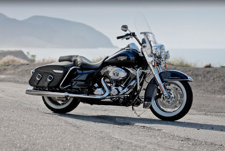 this looks like our Road King but we have a seat in the back - love ridin with my baby :)