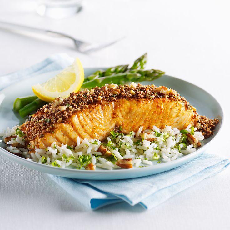 La croûte aux fines herbes de ce saumon regorge de saveurs hautement délicieuses!