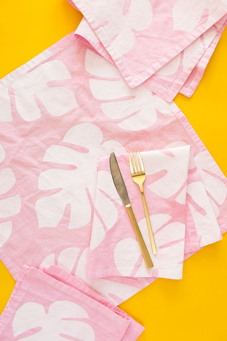 DIY monstera leaf napkins
