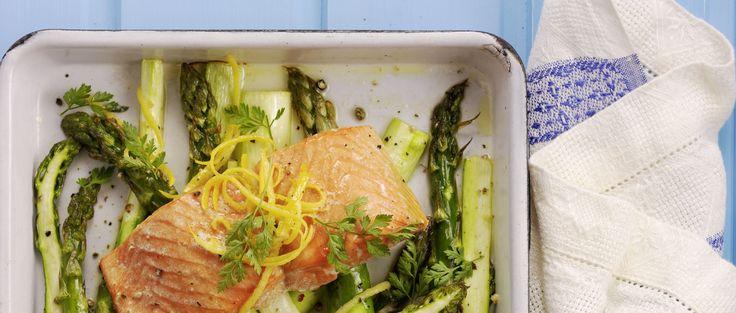 Salmone selvatico su letto di asparagi