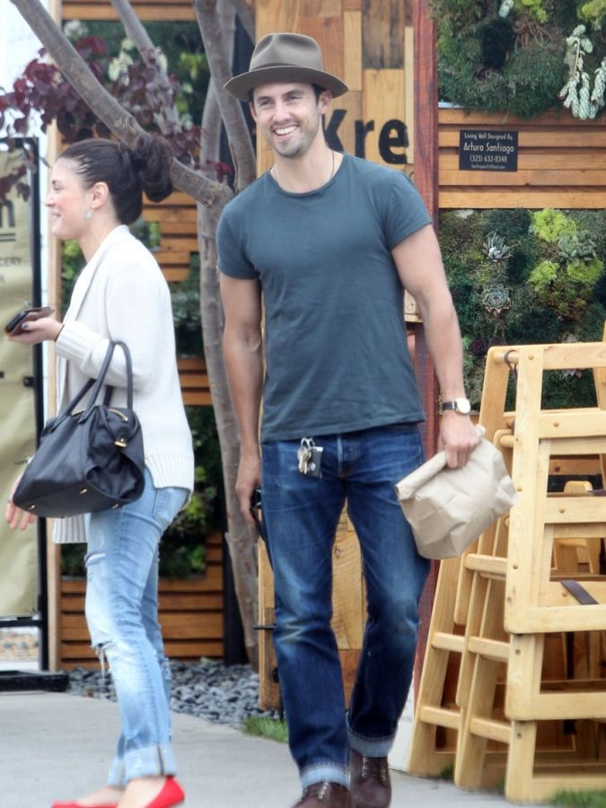 isabella brewster and milo ventimiglia | Milo Ventimiglia & Isabella Brewster @ Kreation Kafe in Los Angeles