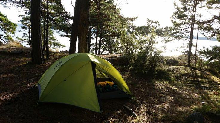 Kristian har en tältutmaning på g- han ska sova under bar himmel på valfri plats en gång/ månad. Tummen upp tycker vi!