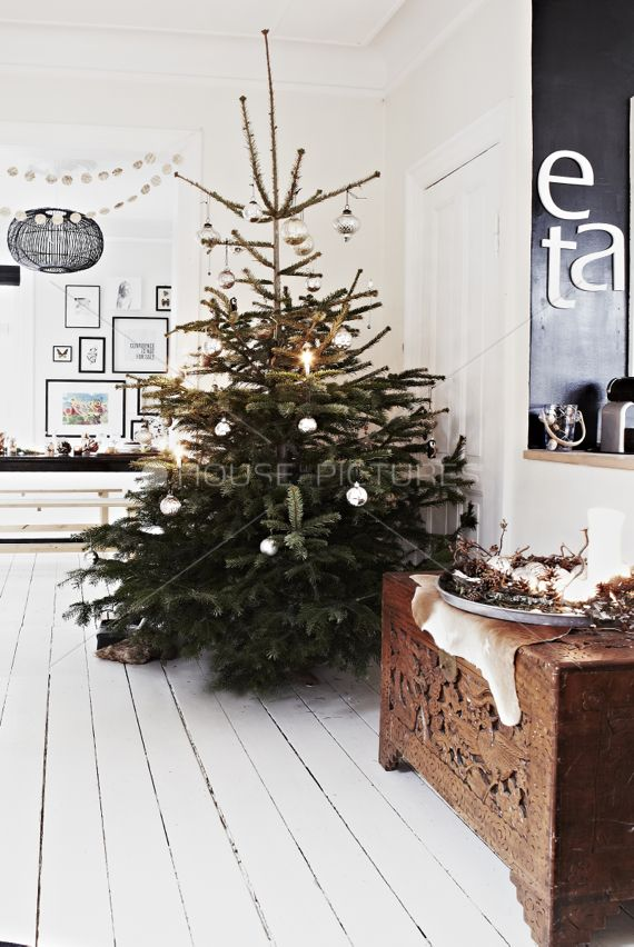 scandinavian rustic xmas tree...: