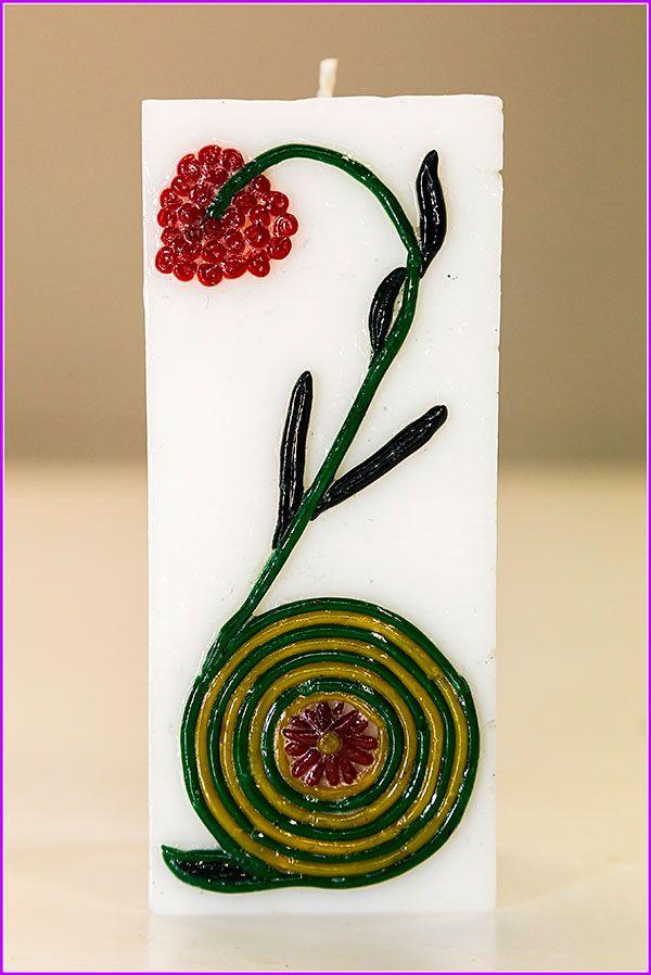 Candela fatta e decorata a mano. Altezza 13 cm. Aroma legni d'oriente.