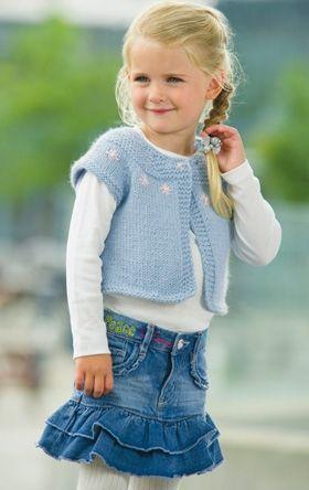 Med den søde og lune vest kommer de små piger med på forårets mode, hvor det vrimler med smarte veste