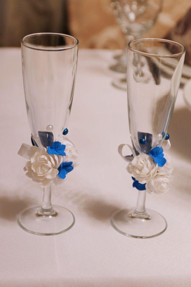 Синяя свадьба. Стол жениха и невесты. Президиум. Украшение стола молодожен. Бокалы жениха и невесты