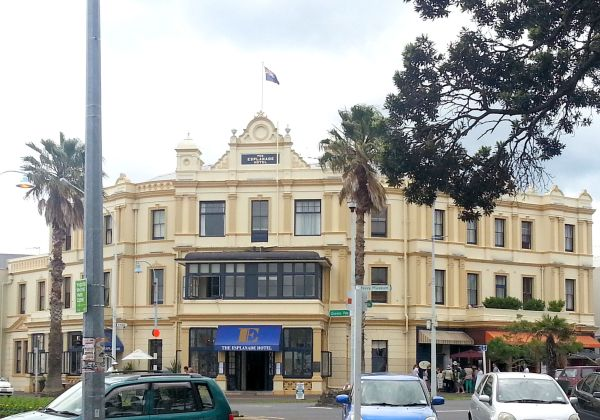 The Esplanade Hotel, Devonport, North Shore, Auckland - www.linku2northshore.co.nz