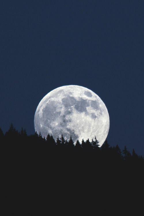 wavemotions:  Moonrise on Vercors mountain