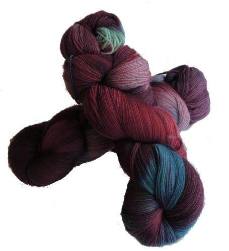 Cabito Lavanda   100 gram håndfarget ullgarn i lilla, rosa og blått. #håndfarget #ullgarn #sheepuy #garnkurven