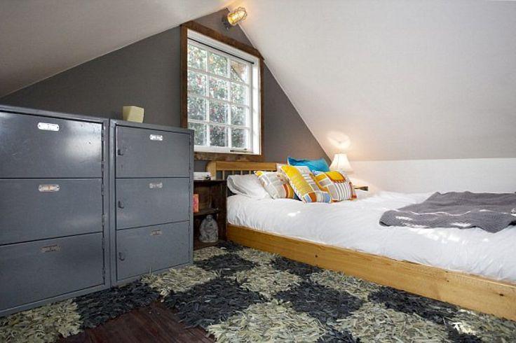 Costruito interamente con materiali riciclati, questa casa si trova a Portland, Oregon, Stati Uniti una delle città più eco-compatibili in tutto il mondo.