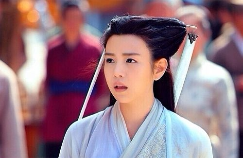 "Since the broadcast of ""The Romance of the Condor Heroes"", viewers continue to criticize that Michelle Chen is unsuitable to play Little Dragon Girl."