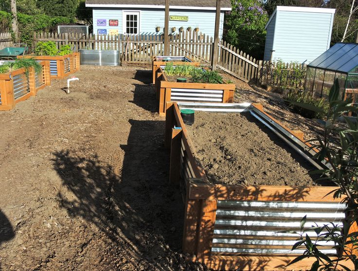 Details instruction for How To make Galvanized Steel raised vegetable planters.