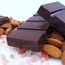 Chocolate 70% cacau(orgânico) com sal do himalaia e amêndoas, sem lactose e sem glúten.