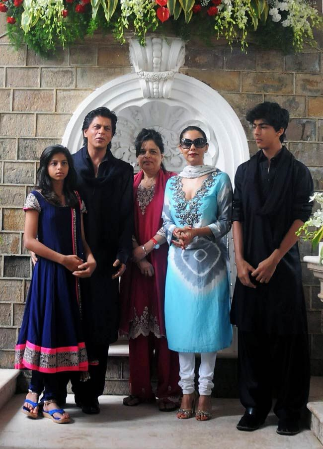 Giving a rare glimpse, the entire Khan family made an appearance on Eid. Here you see Shah Rukh Khan's daughter Suhana (extreme left), sister Shenaz (in red), wife Gauri Khan and elder son Aryan. #Bollywood #Fashion #Style
