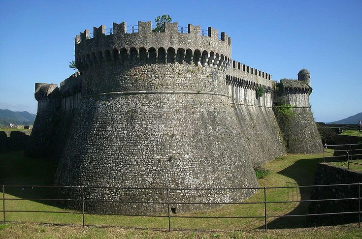 Fortezza di Sarzana - Fortezza di Sarzanello - Wikipedia