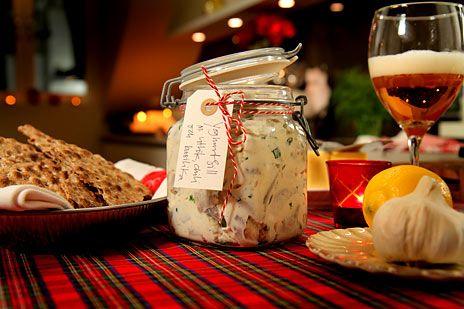 Yoghurtsill med vitlök, chili och basilika | Recept från Köket.se